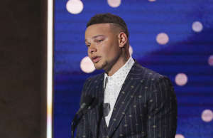 Kane Brown receives Artist of the Year Award at 2019 CMT Artists of the Year at ...