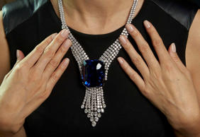"A Sotheby's staff member wears ""The Blue Belle of Asia"", a 392,52 carats sapphir..."