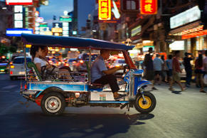 CAPTION: Tuk tuk in the street. View down Thanon Yaowarat road at night in centr...
