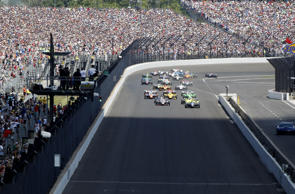 IndyCar Series driver Ed Carpenter (20) leads the field to the green flag during...