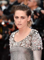 Kristen Stewart removes her shoes on the Cannes red carpet.