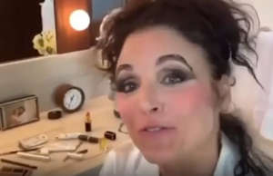 Julia Louis-Dreyfus does her own makeup, and the results are… yikes!