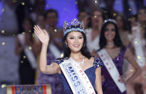 Newly Crowned 'Miss World' Yu Wenxia of China Waves at the Finals of the 'Miss W...