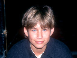 Jonathan Taylor Thomas poses for a portrait circa 1994 in Los Angeles, Californi...