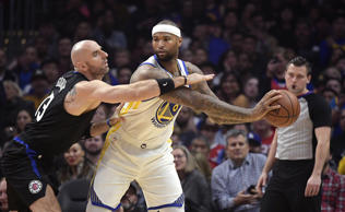 CAPTION: Golden State Warriors center DeMarcus Cousins, center, dunks as Los Ang...