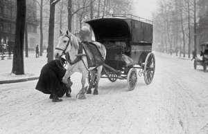 Winter scene in Paris (France). On December 16, 1920. (Photo by adoc-photos/Corb...