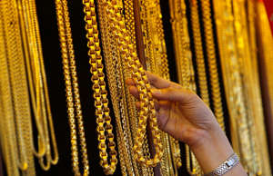 Jewelry sales climb as gold rally brings people `out of the trenches'