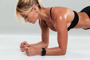 This-Is-How-Long-You-Need-to-Hold-a-Plank-to-Flatten-Your-Belly_630547955_fizkes