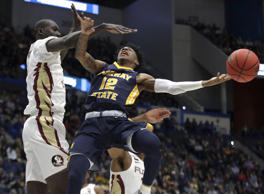 Murray State's Ja Morant (12) passes the ball under defensive pressure from Flor...